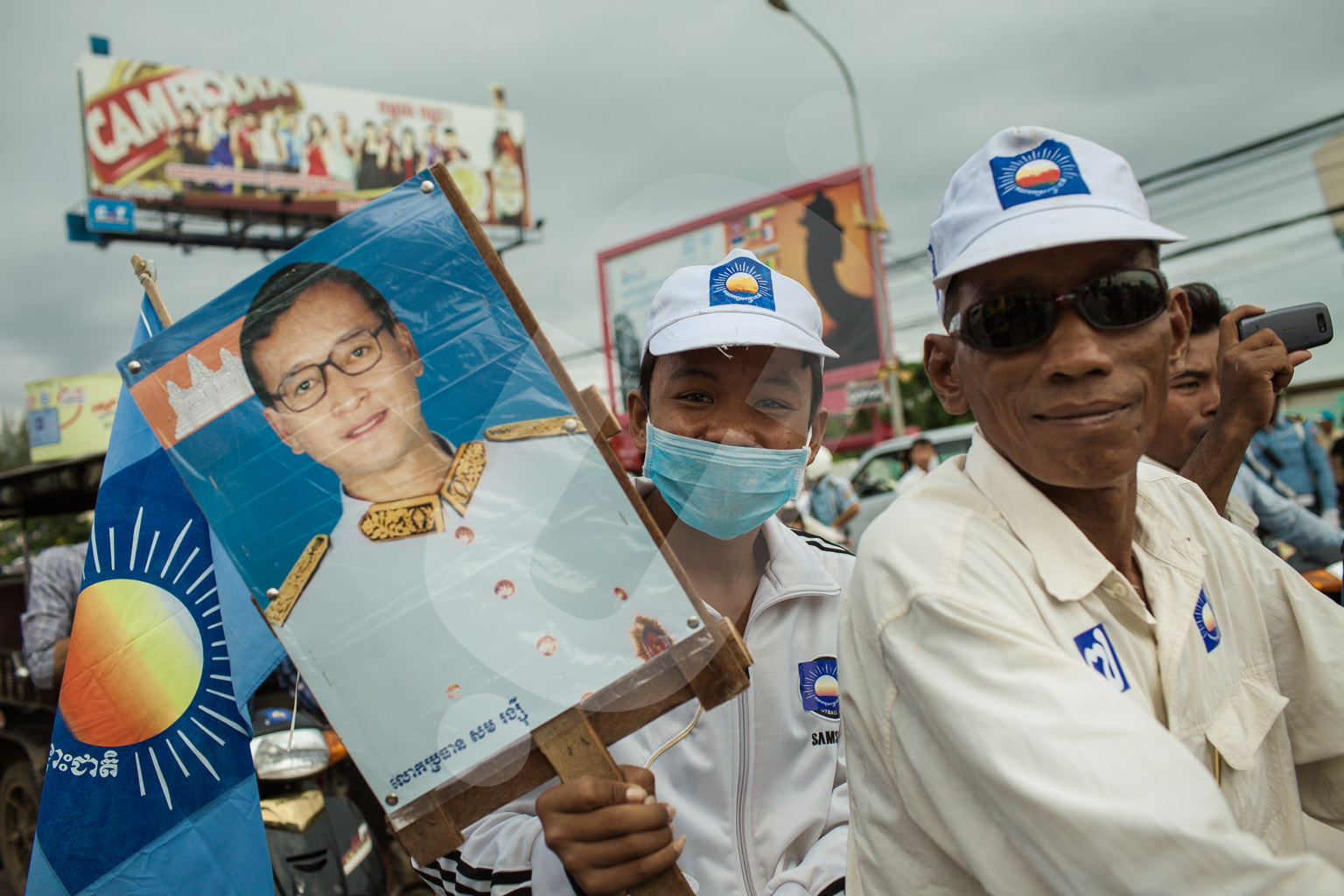 Supporters of the CNRP (Cambodia National Rescue League) wait the arrival of their leader, Sam Rainsy, at the airport of Phnom Penh.