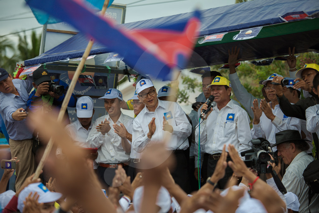 Opposition vice president Kem Sokha, and the oposition leader, Sam Rainsy, hold a speech in during a rally in Kompong Speu. 20/07/2013 © Thomas Cristofoletti / Ruom