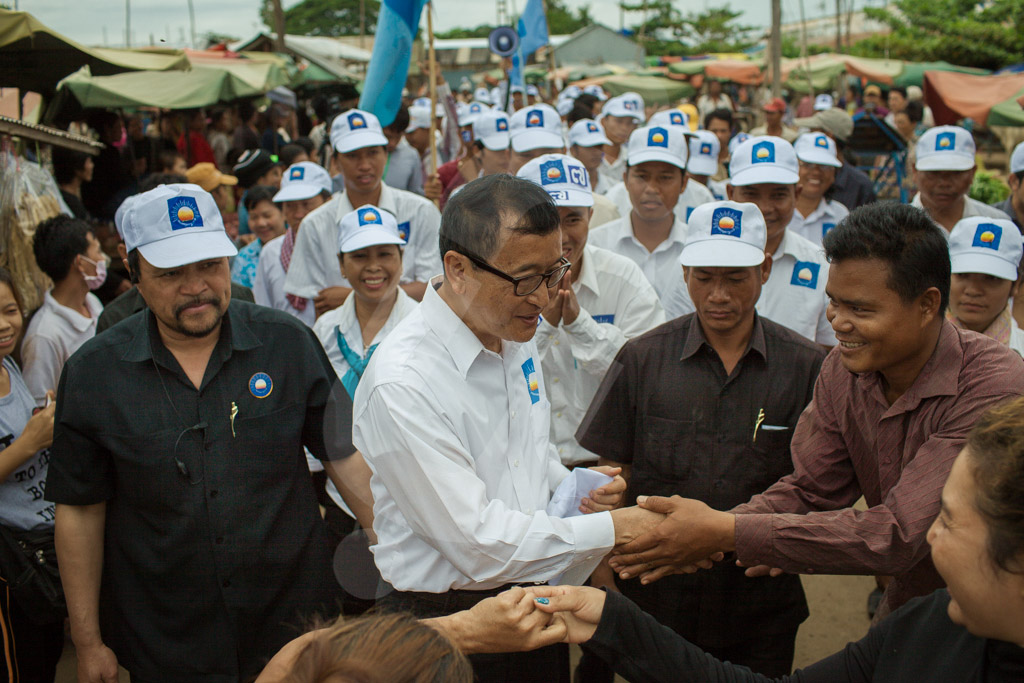 Opposition leader Sam Rainsy meets with supporters on Saturday in Takeo province as he embarks on a seven-day campaign tour in which he will speak in 15 of Cambodia's 24 provinces. 20/07/2013 © Thomas Cristofoletti / Ruom