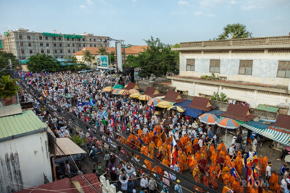 October 23, 2013 - Phnom Penh. Thousands of SNRP supporters marched to the UN OHCHR. headquarter to deliver a petition with 2 milion thumbprints they recollected in the last few weeks. © Thomas Cristofoletti / Ruom 2013.