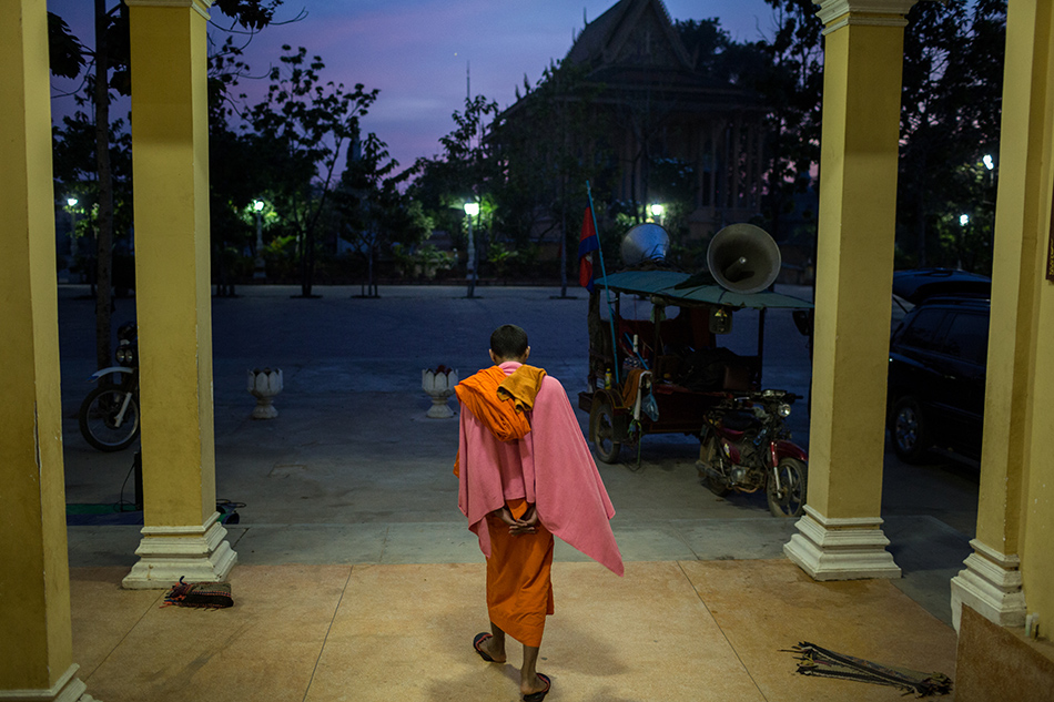 December 09, 2013 - Phnom Penh, Cambodia. A monk gets ready in the morning ahead of the final day of marching on National Road 4 into the capital for International Human Rights day © Nicolas Axelrod / Ruom 2013
