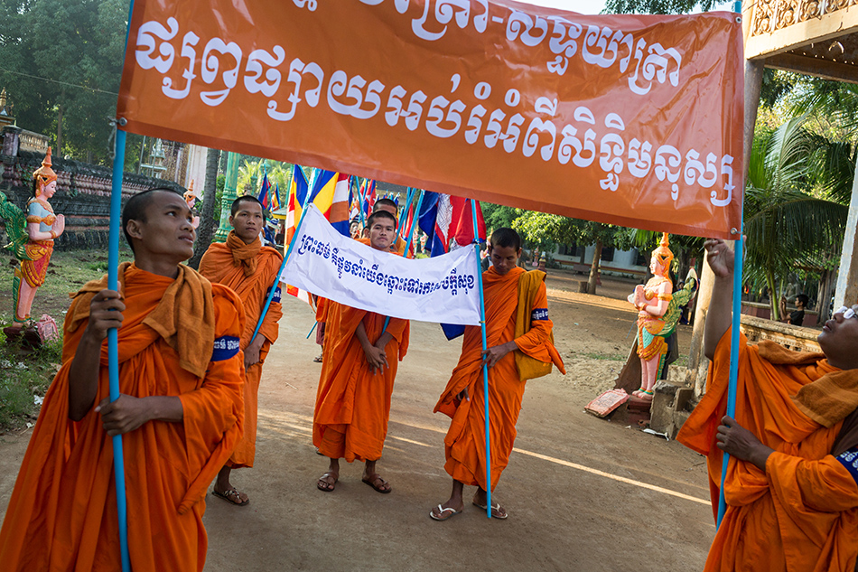 December 04, 2013 - Kampong Thom, Cambodia Monks get ready to walk on day four of the Human Rights Day march into Phnom Penh on National Road 6. © Nicolas Axelrod / Ruom 2013