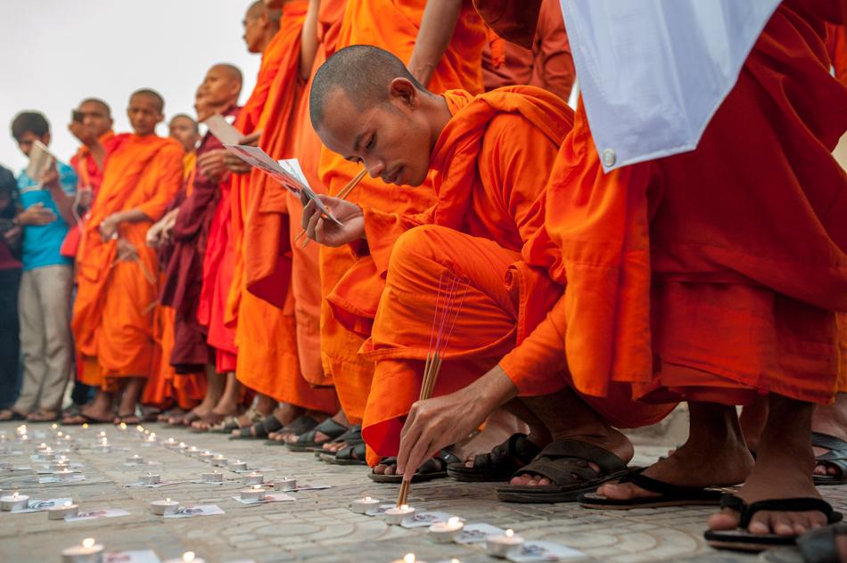 February 1, 2014 - Phnom Penh. A monk lights sticks of incense. © Luc Forsyth / Ruom