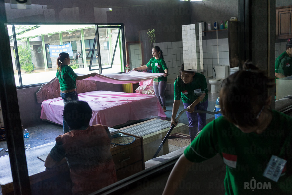 April 25, 2014 - Jakarta, Indonesia. Aspiring domestic workers practice in a training centre on the outskirts of the capital. © Thomas Cristofoletti / Ruom