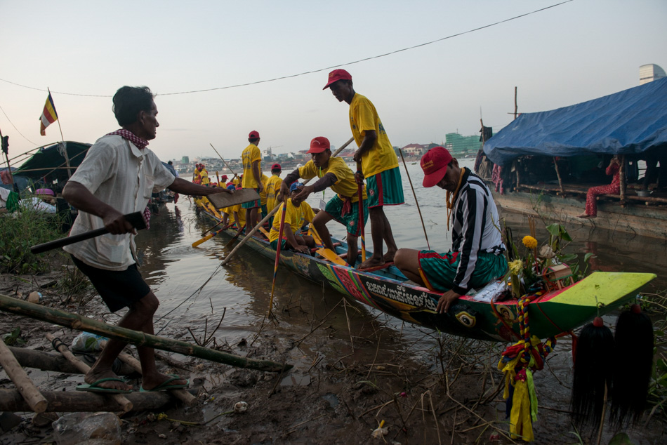 A race crew receives last minute equipment from their supporters before beginning practice runs ahead of their race. Cambodia's annual 3-day water festival celebrates the reversal of the flow of the Tonle Sap River - an event of large cultural significance because of the river's role in national fishing and agriculture. The event was cancelled for three previous years in a row after the stampede incident in 2010, when nearly 350 people were killed and roughly 750 more were injured.