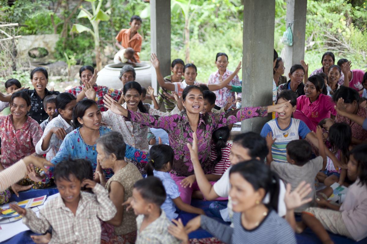 The group sings a nursery rhyme. Home base program. Preschool teachers and mothers play various educative games. Snor Village, Prey Veng.