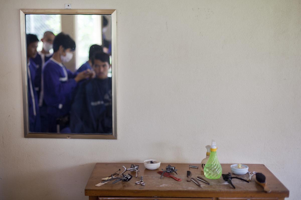 Hairdressing, Kandal Prison, Takmao. Cambodia