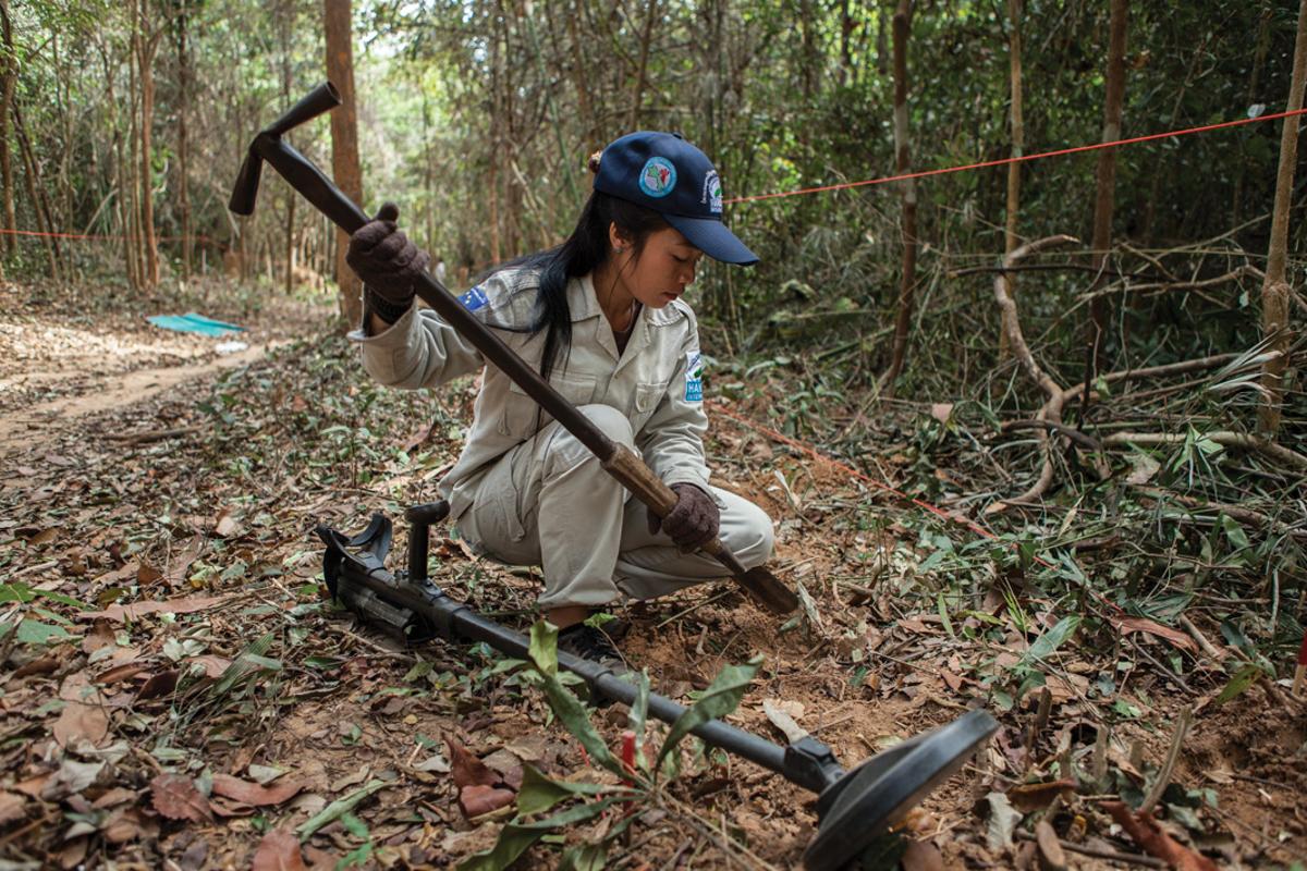 Jan. 18, 2013 - Savannakhet, Laos. Khan Kham (28) works as part of the UXO clearance team Bangyang Village. � Nicolas Axelrod for HI