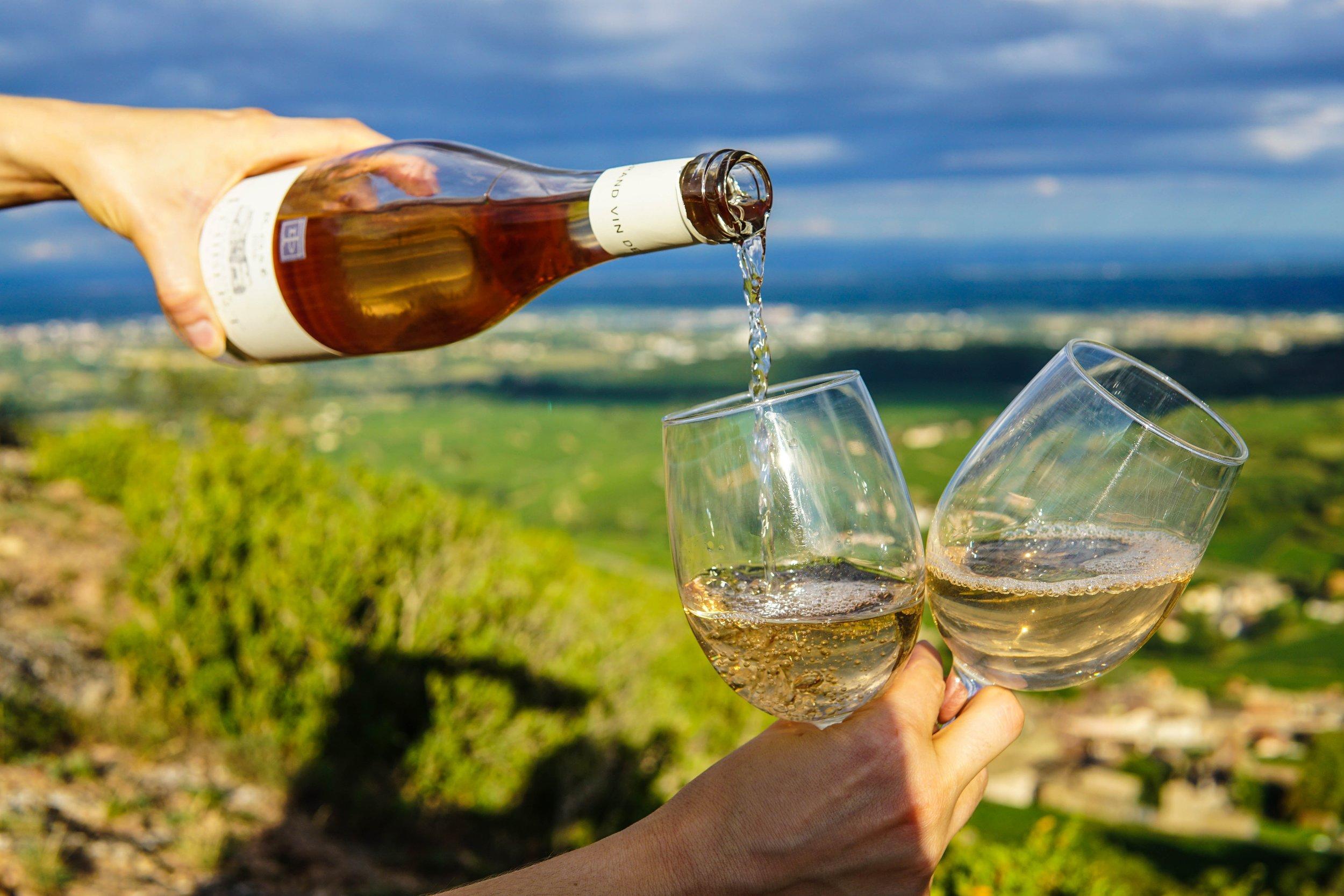 spokane-wine-club-vineyard-with-drinks-wine-being-poured.jpg