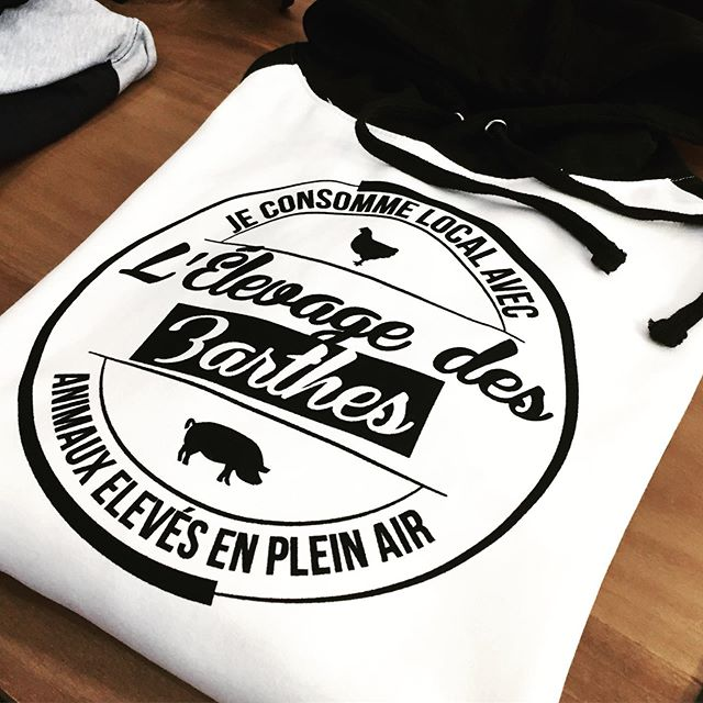 Je consomme local avec @elevagedesbarthes !  #sweatbicolore #sweatshirt #sweatpersonnalise #sweatpersonnalisable #printstorebdx #printstore #elevagedesbarthes #eleveurfrancais #customclothing #logo #flocage #flocagetextile #velours #sweatacapuche #sweatshirtcustom #bordeaux #camarsac #impressionbordeaux