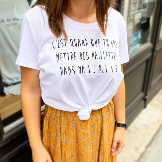 «C'est quand que tu vas mettre des paillettes dans ma vie Kevin» @inesregmec ! 🤣 Personnalise ton t-shirt avec la phrase de ton choix.  #inesregmec #tousfan #humoriste #printstorebdx #teeshirtpersonnalisé #tshirtlife #impressiontextile #bordeauxmaville