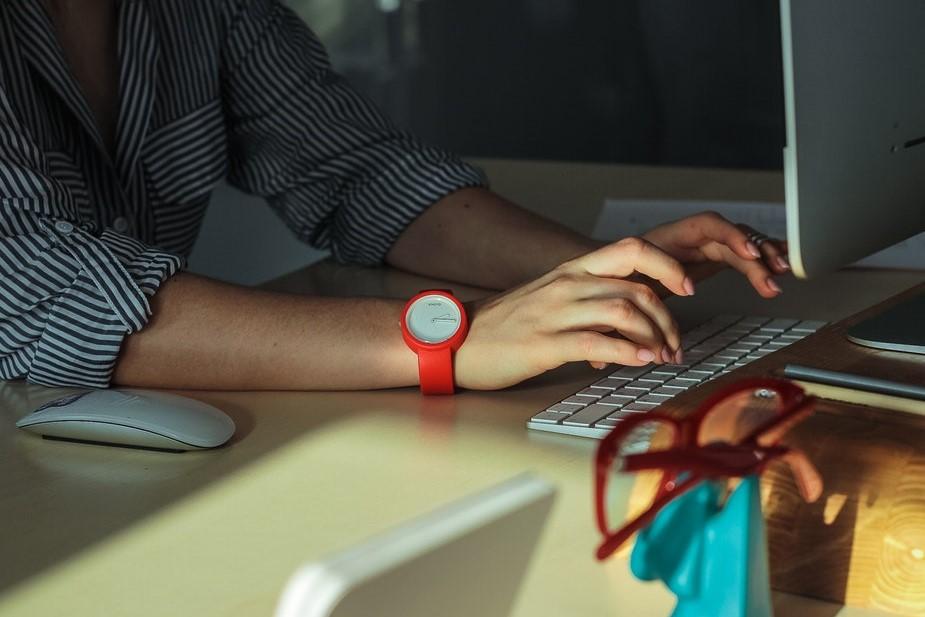 unsplash_working-at-desk.jpg