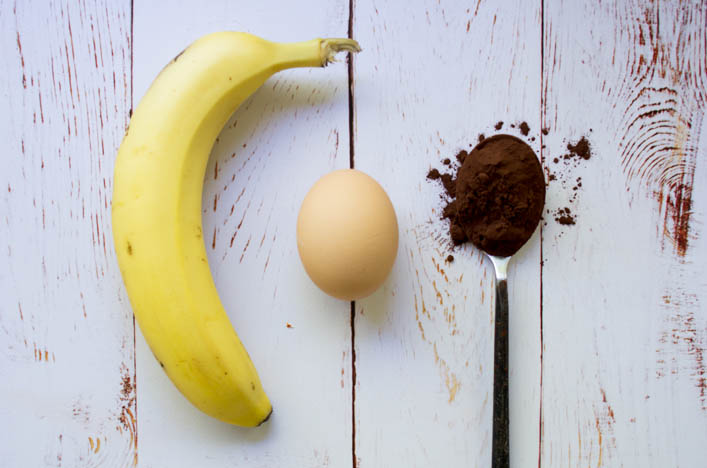 Coulant-au-chocolat-healthy-rapide-gourmand-3-ingredients-banane-oeuf-cacao-recette-hello-godiche.jpg