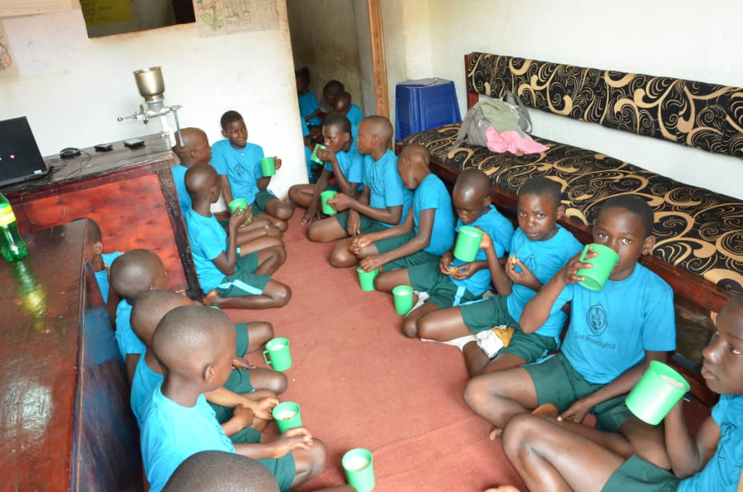 SaveOmwanaAfrica-Feeding.jpg