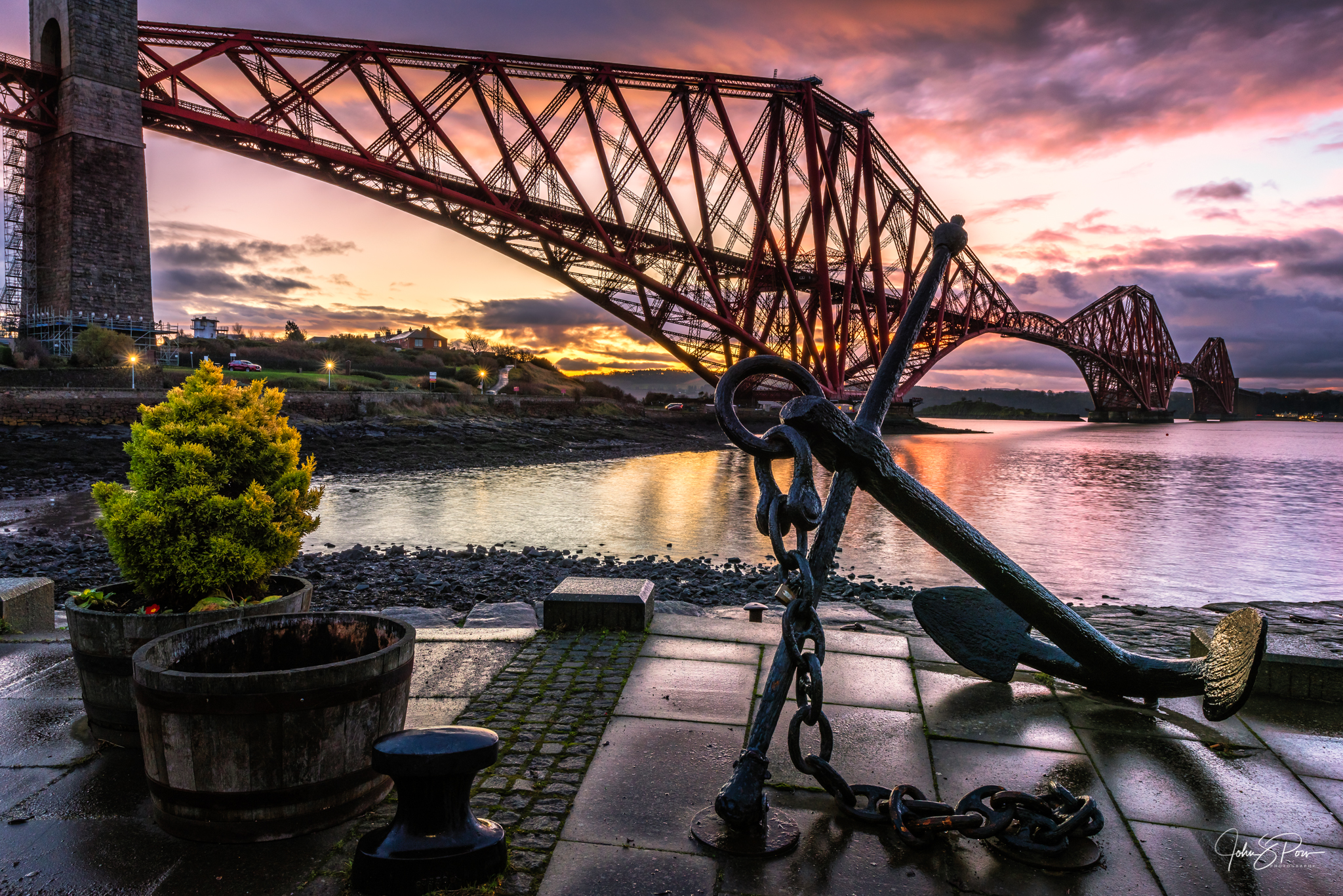 An anchor at North Queensferry Harbour.