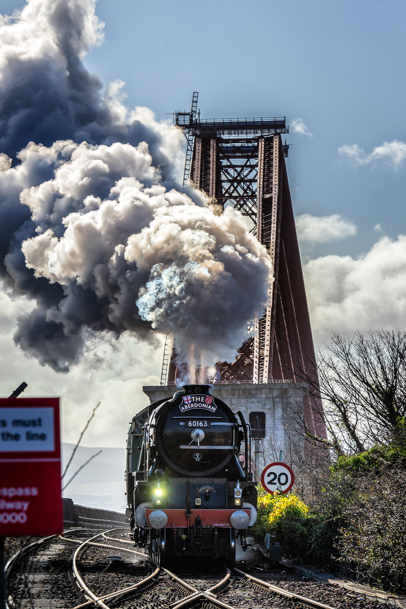 A steam train coming into Fife.