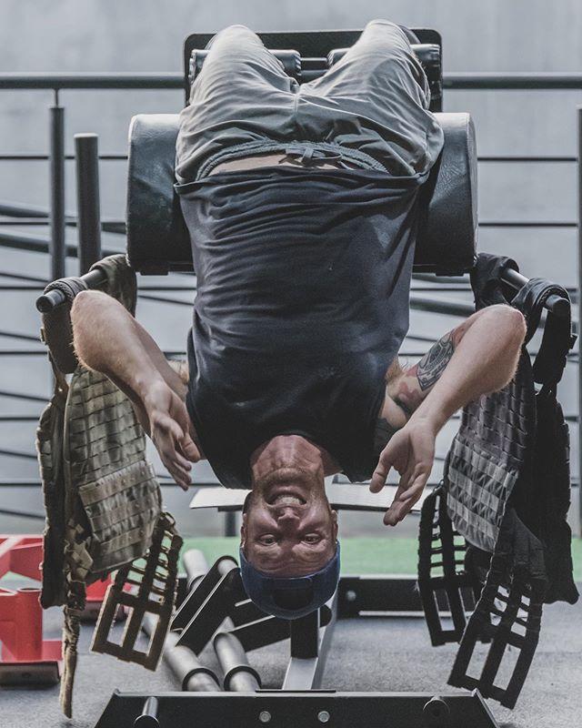 """O caminho para a felicidade?  Sorriso no rosto, mente tranquila, alimentação equilibrada e a MoovBox pra treinar 😜 """"Sextou"""", família linda 😎  Programação de sábado já disponível pra você conferir.  #MoovBoxFloripa #MovimentoQueTransforma #VemPraMoov #CrossFit"""