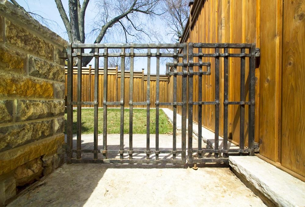 smaller-gate.jpg