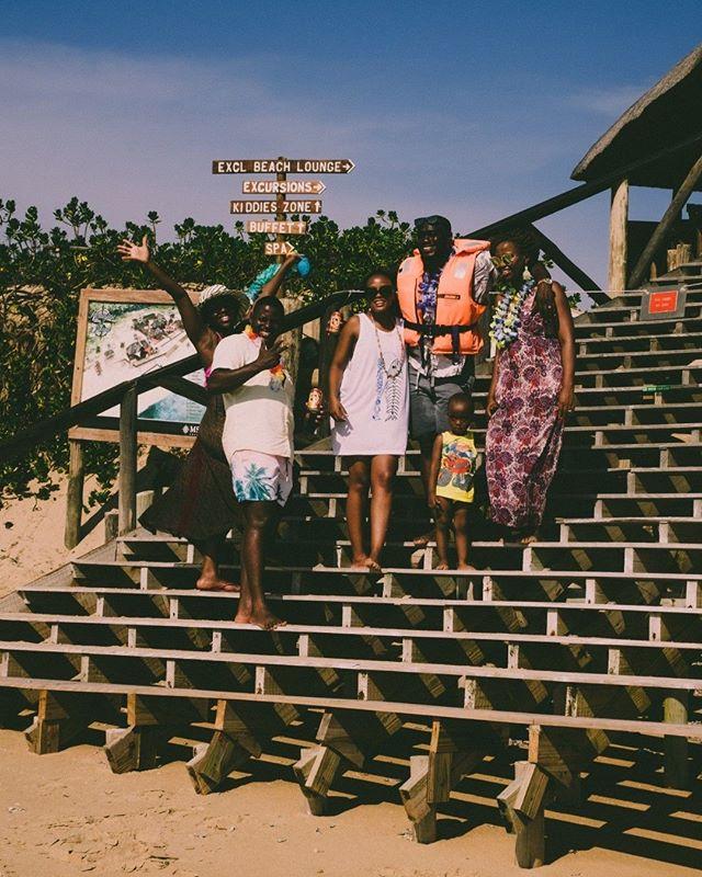 Em viagem muitas vezes conhecemos pessoas por apenas pequenos momentos mas que nos marcam uma vida inteira. Esta família era do Botswana, divertidos e alegres, falaram-nos tão bem do Botswana que ele entrou para a nossa bucket list. Que pessoas recordas das tuas viagens?⠀ ⠀ #backpacker⠀ #backpacking⠀ #getaway⠀ #holidays⠀ #igtravel⠀ #ilovetravel⠀ #instago⠀ #instapassport⠀ #instatraveling⠀ #instatravelling⠀ #mytravelgram⠀ #roadtrip⠀ #tourism⠀ #tourist⠀ #traveladdict⠀ #travelblog⠀ #travelblogger⠀ #travelbug⠀ #traveldiaries⠀ #traveler⠀ #travelingram⠀ #traveller⠀ #travellife⠀ #travelling⠀ #travelphoto⠀ #travelpics⠀ #travels⠀ #traveltheworld⠀ #visiting