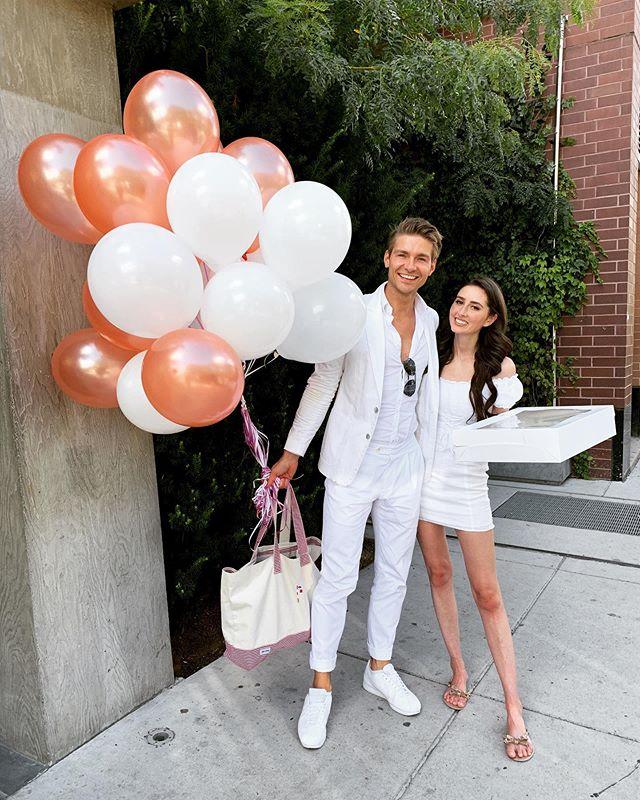 Name your favorite UNISEX fragrance. #fragrancearmy  #perfume #parfum #fragrances #colognes #parfumo #fragrance #balloons #allwhite #whitesuit #whiteoutfit #suitstyle #allwhiteeverything #whitesuited #coolguy #handsomeman #luftballons #99luftballons