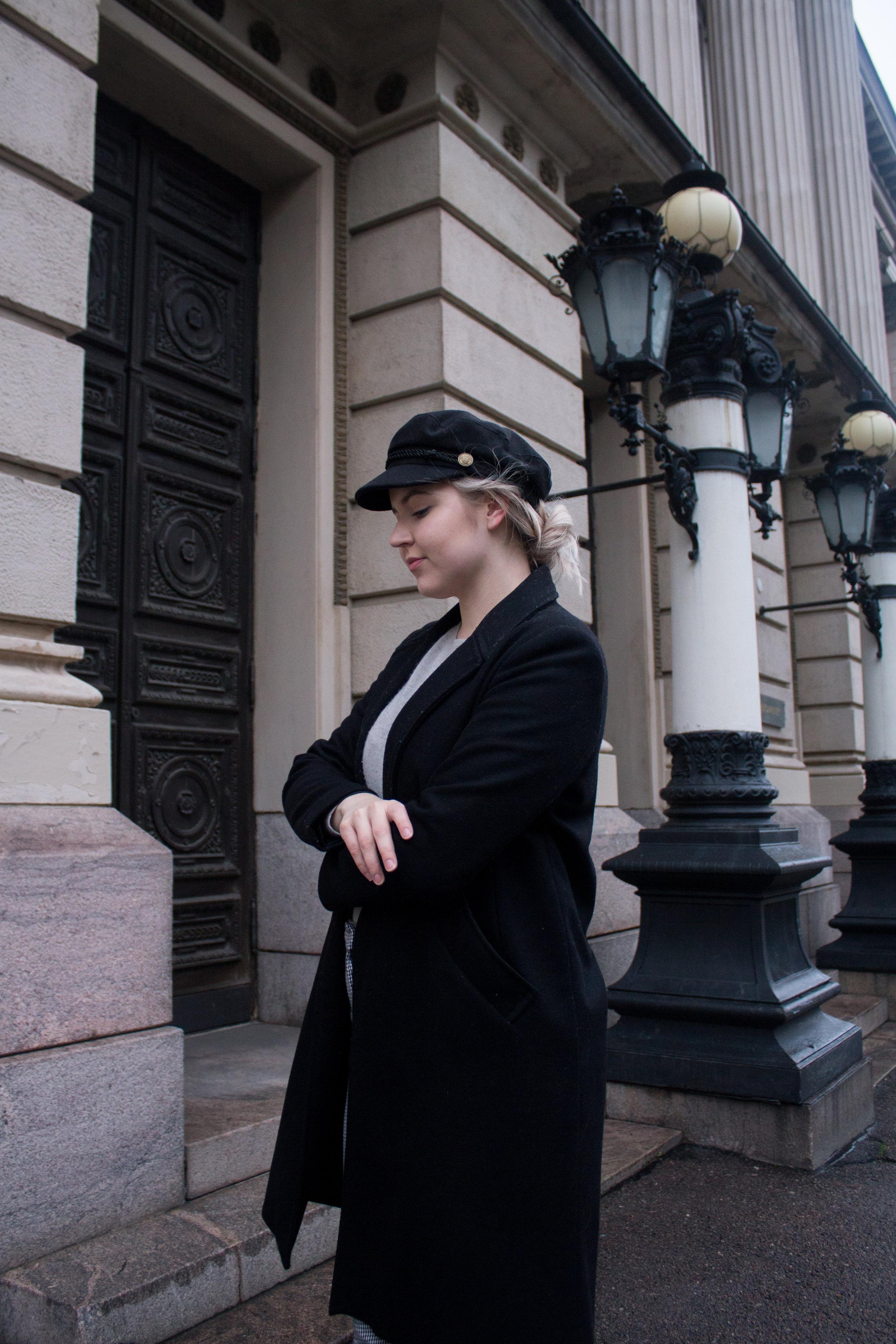 Musta takki  (1).jpg