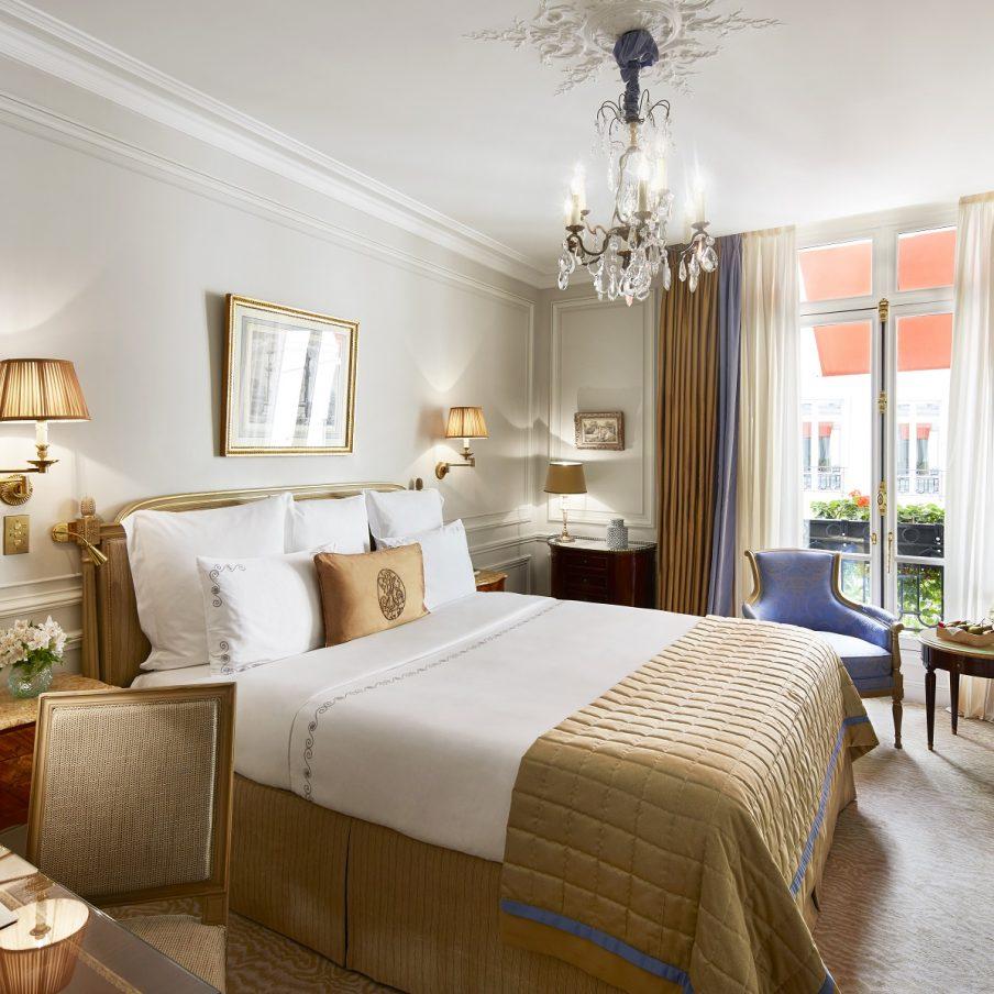 paris-plaza-athenee-classic-room-square-904x904.jpg
