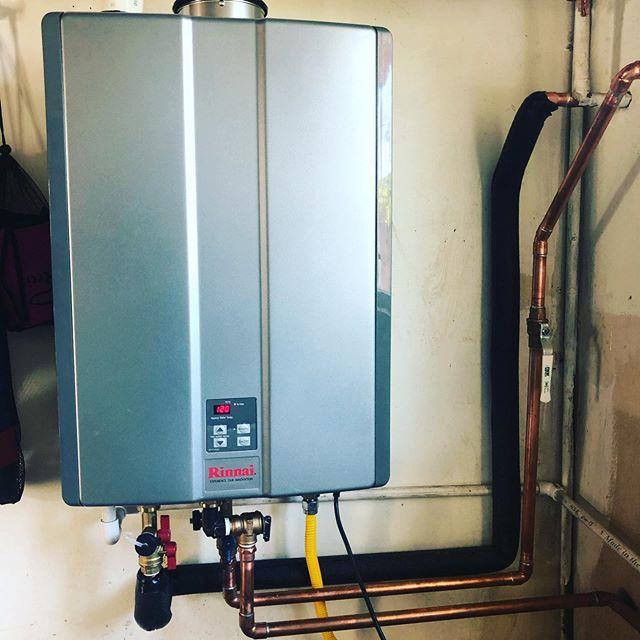 Rinnai tankless install!!#dirtyhandscleanmoney #rinnai #tankless #plumbing