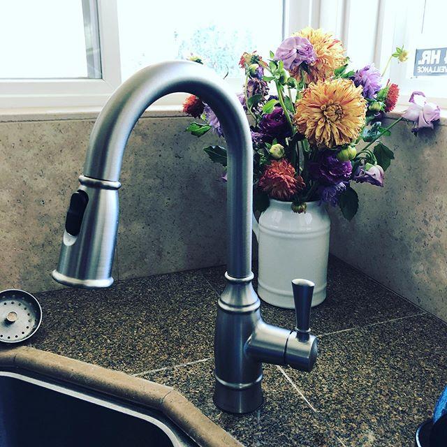 New kitchen sink faucet #riviera_plumbing #dirtyhandscleanmoney #faucetdesign #entrepreneur life #plumbing