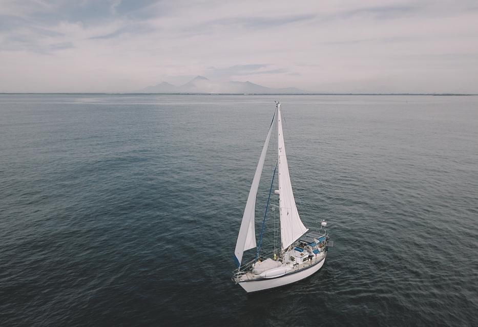 Agape slowly sailing down to Corinto. Photo by John Newton.