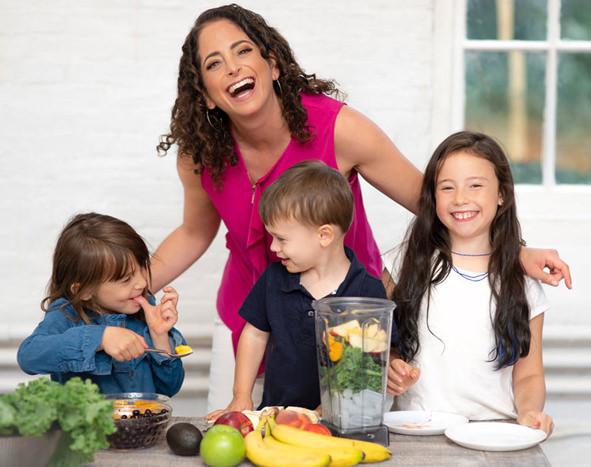 sue-with-kids-591.jpg