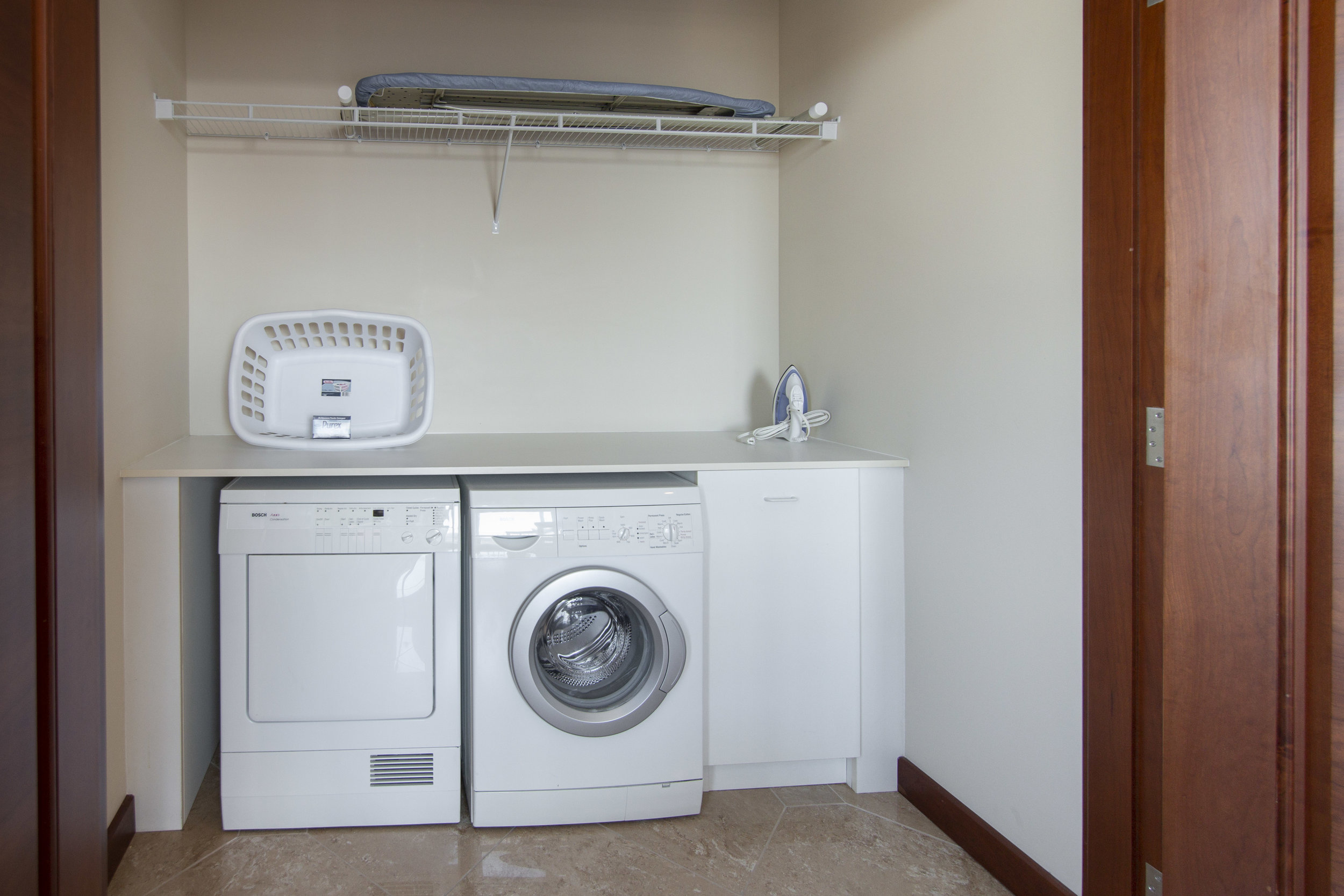 Penthouse - Laundry Room