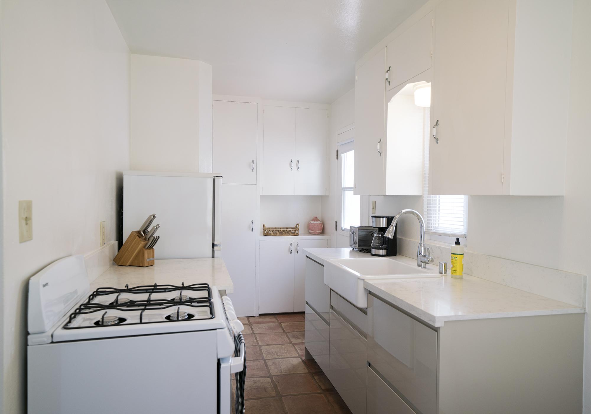 735w_kitchen01.jpg