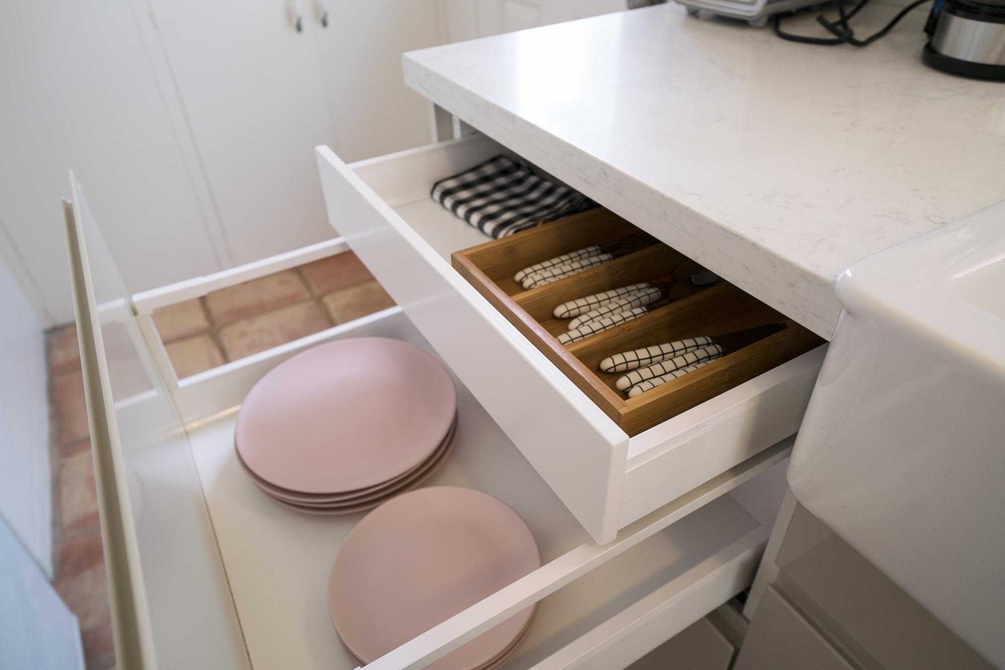 735w_kitchen3.jpg