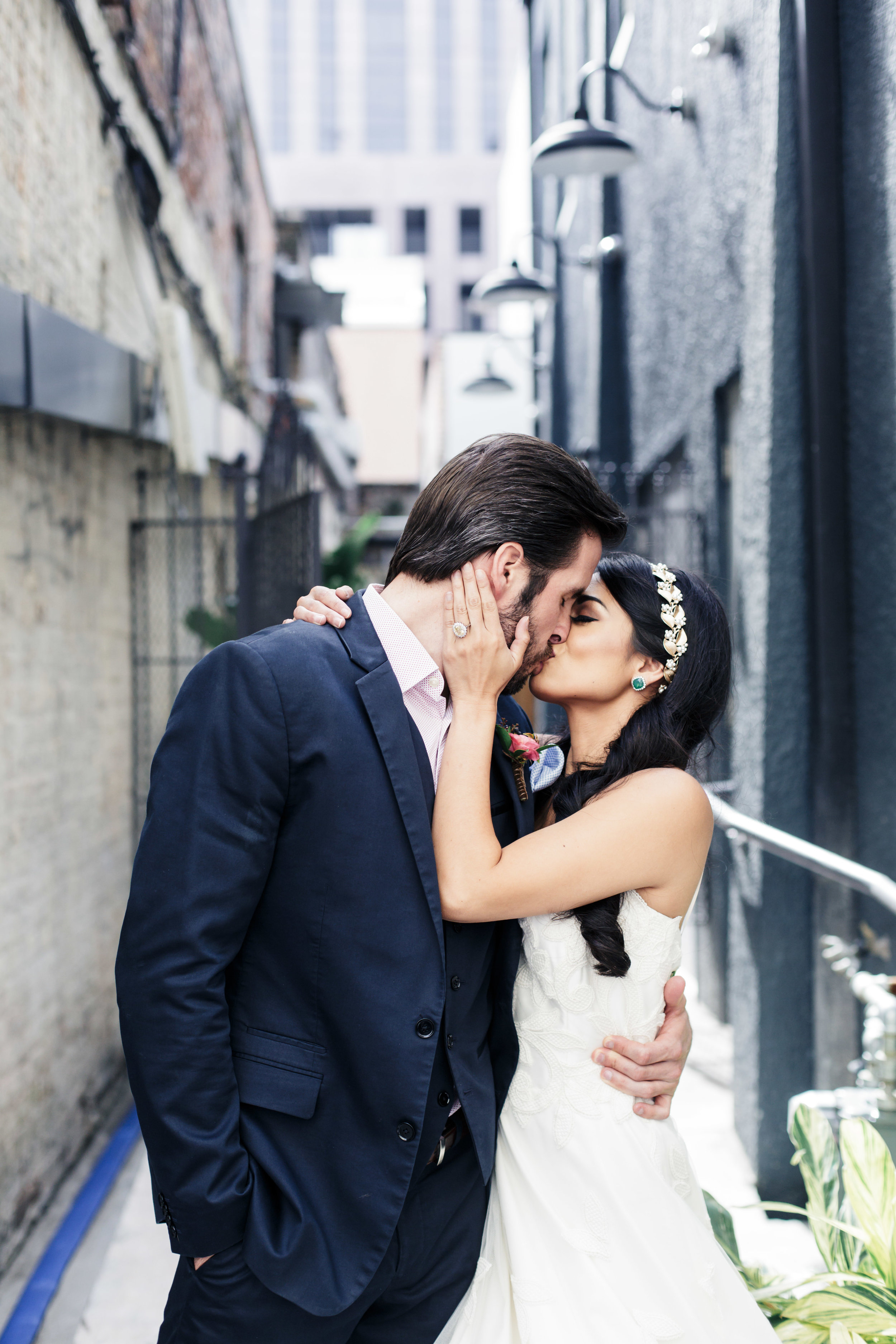 bride and groom kiss in new orleans wedding