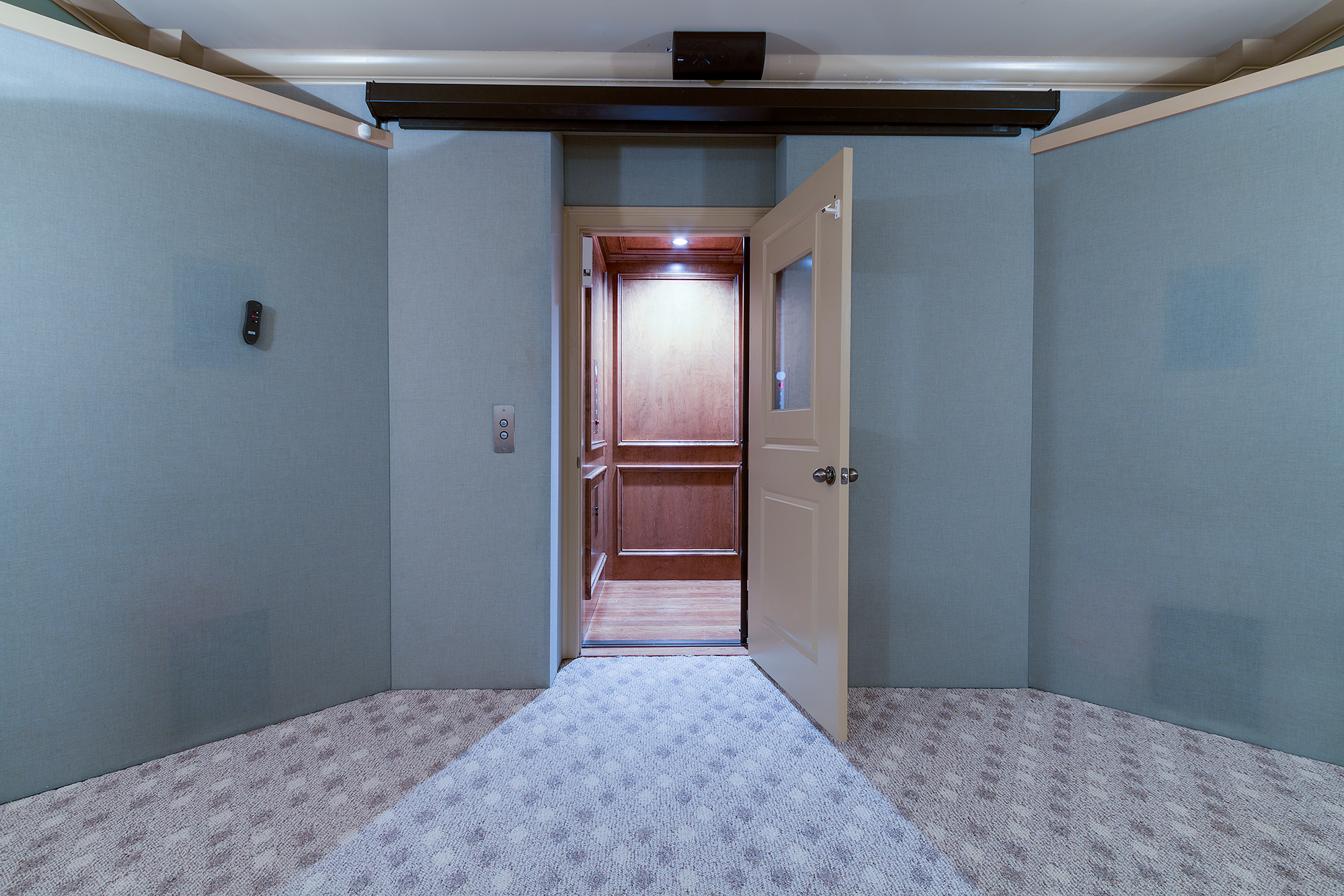 Elevator-009.jpg