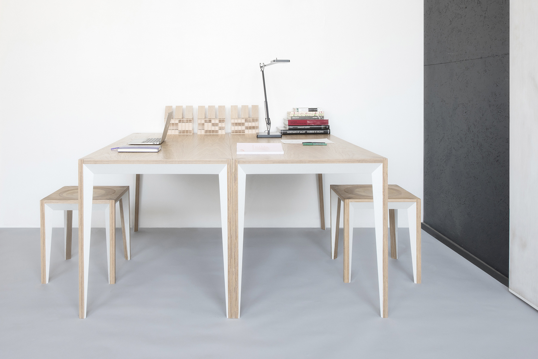 View of a workstation made of two MiMi table by miduny.