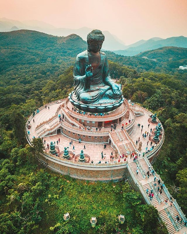 Big Buddha in Hong Kong || 📸 : @travelawesome