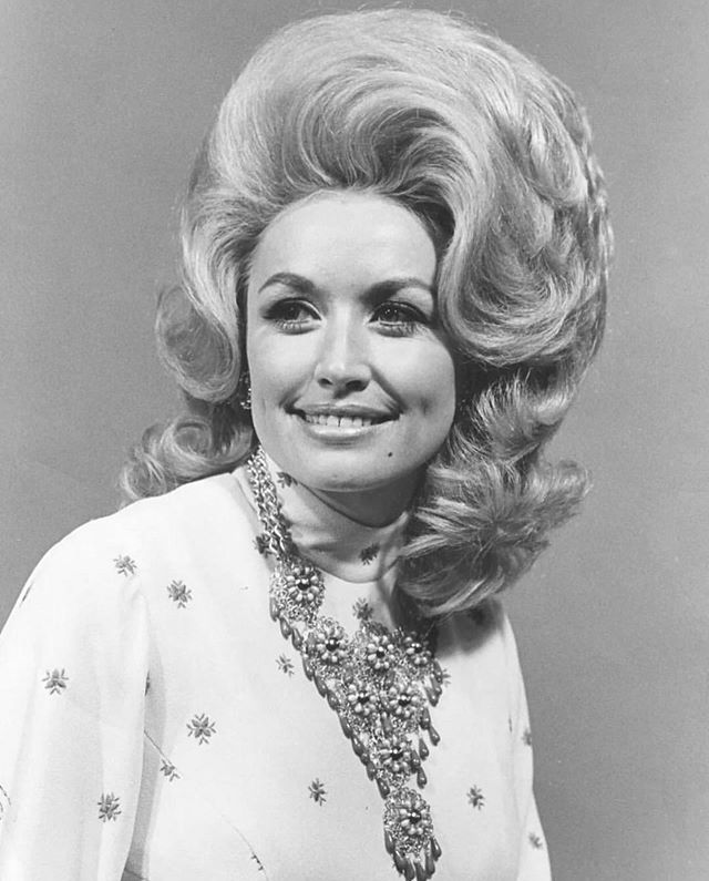 """the legendary miss @dollyparton reminding us that """"it's hard to be a diamond in a rhinestone world"""", but YOU GOT THIS. keep shining bright. #quim #youknow"""
