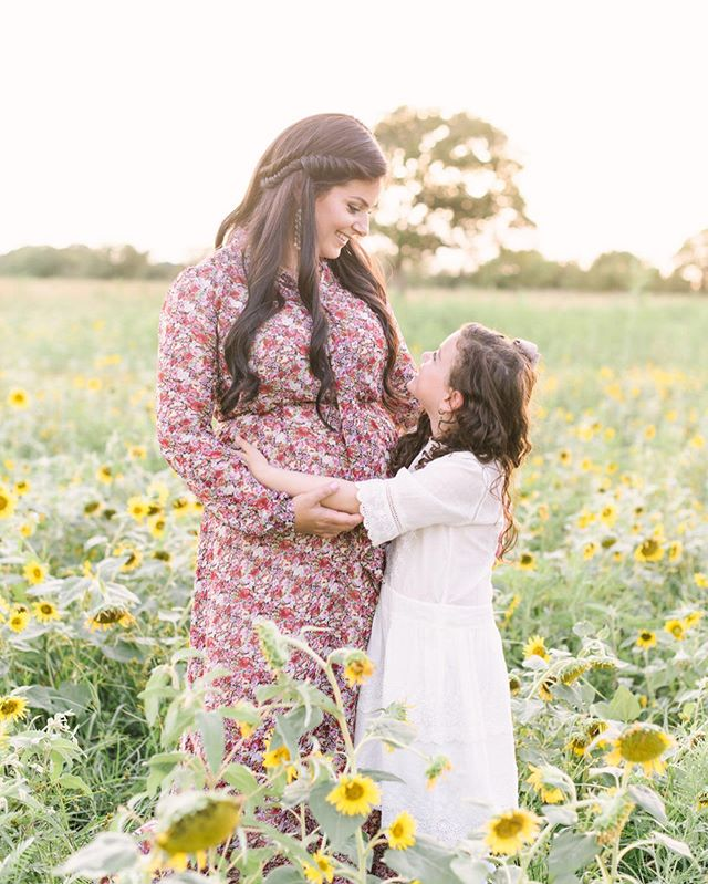 Who's ready for school to start? 🤪 We're getting ready for the new school year and my solo trip to NY this weekend! . . . . . #houston #houstonphotographer #houstonfamilyphotographer #sunflower #flowerfield #motherdaughter #motherdaughtergoals #flowerfields
