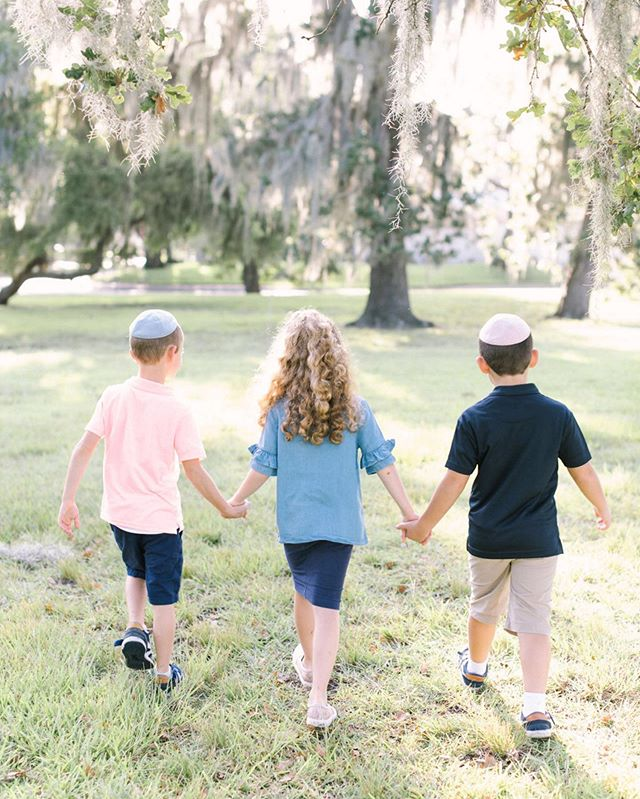 Another week has flown by! So ready to welcome in Shabbos and the weekend. Have a good one! . . . . #houstontx #houstonphotographers #houstonfamilyphotographer #htxphotographer #triplets #tripletsofinstagram #siblings #family #familyphotography #familyphotos