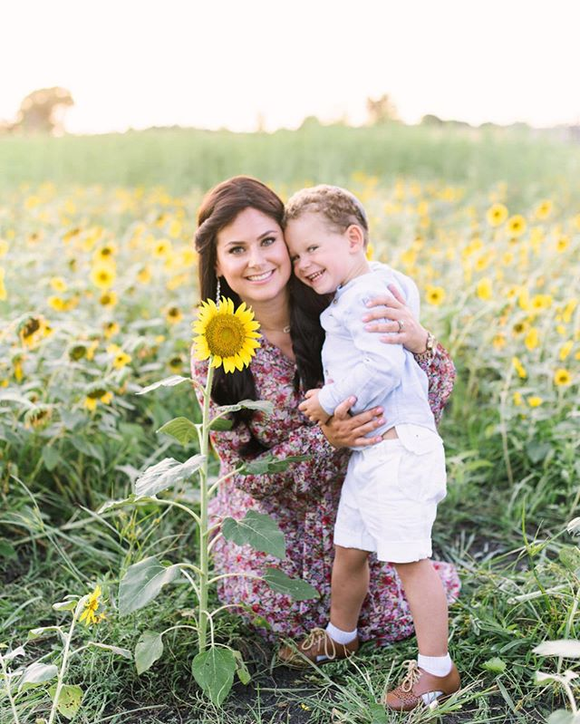 It's been quiet around here as I took a break from posting on social media 😅 anyone else have a hard time being consistent with sharing? I'm back now though and excited to share beautiful photos with you all ❤️ . . . . . #sunflower #houston #htx #houstonphotographer #houstonfamilyphotography #familyportrait #familyportraits #letthekids #fallfamilyphotos #htown
