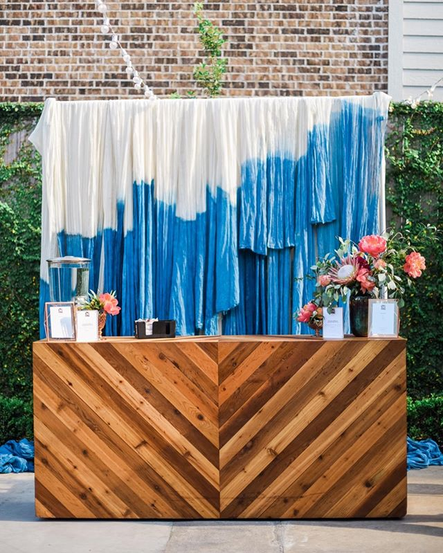 I'll always love this tie died back drop @jaclynrjohnson created for a @shopsimon influencer event 😍 . . . . . #houstonbloggers #bar #tiedie #backdrop #houstoneventphotographer #station3 #houstonphotographers #htx #eventdesign