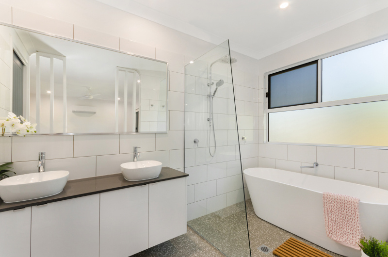 EllisDevelopments_EnsuiteBathroom_Hamptons_Townsville_BuildersBlogHeader_GorgeousDesign.jpg
