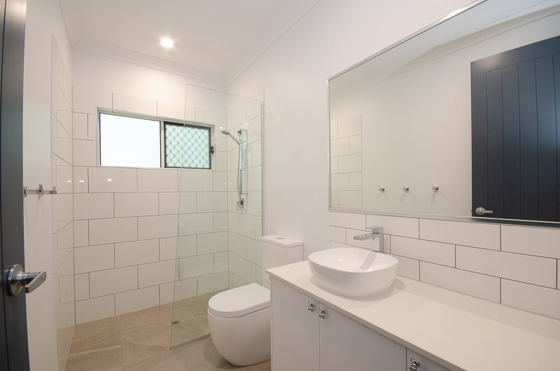 EllisDevelopments_Bathroom2_Hamptons_Townsville_BuildersBlogHeader_GorgeousDesign.jpg