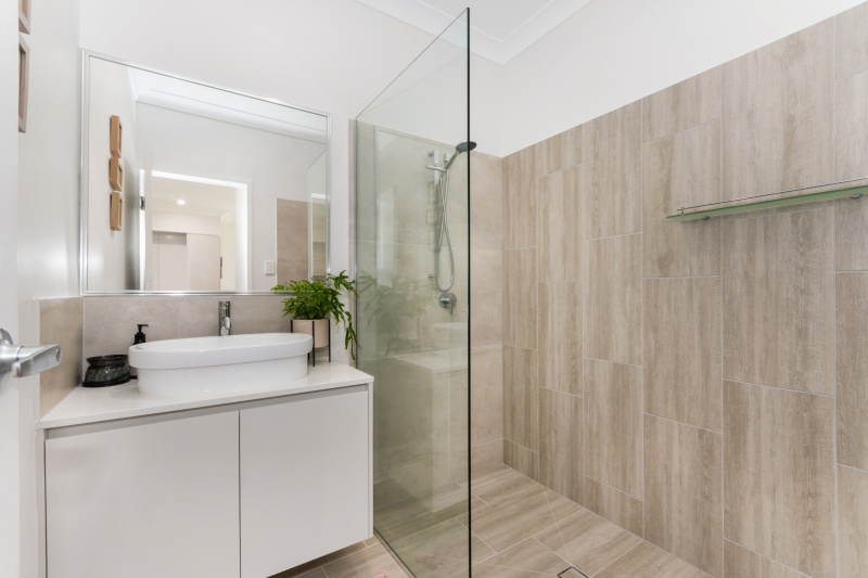 EllisDevelopments_Bathroom2_Oasis_Townsville_Builders_GorgeousDesign.jpg
