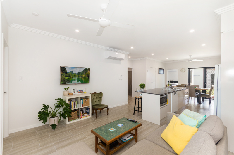 EllisDevelopments_LivingRoom_Oasis_Townsville_Builders_GorgeousDesign.jpg
