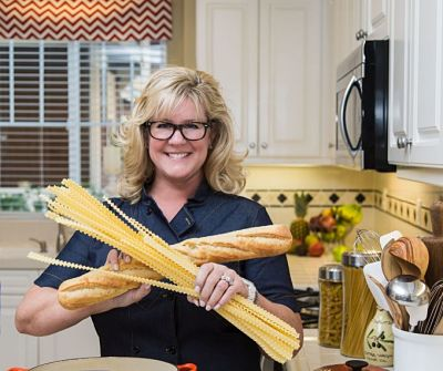 Lisa-Hatfield-pasta-and-baguette-Delicious-Table-food-blog-680x570_opt.jpg
