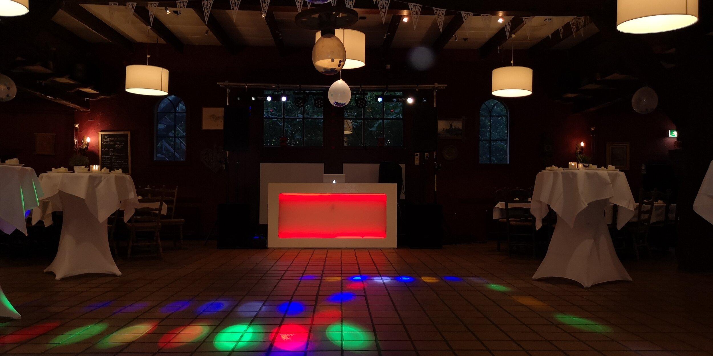 DJ-inhuren-feest-apparatuur-12.jpg