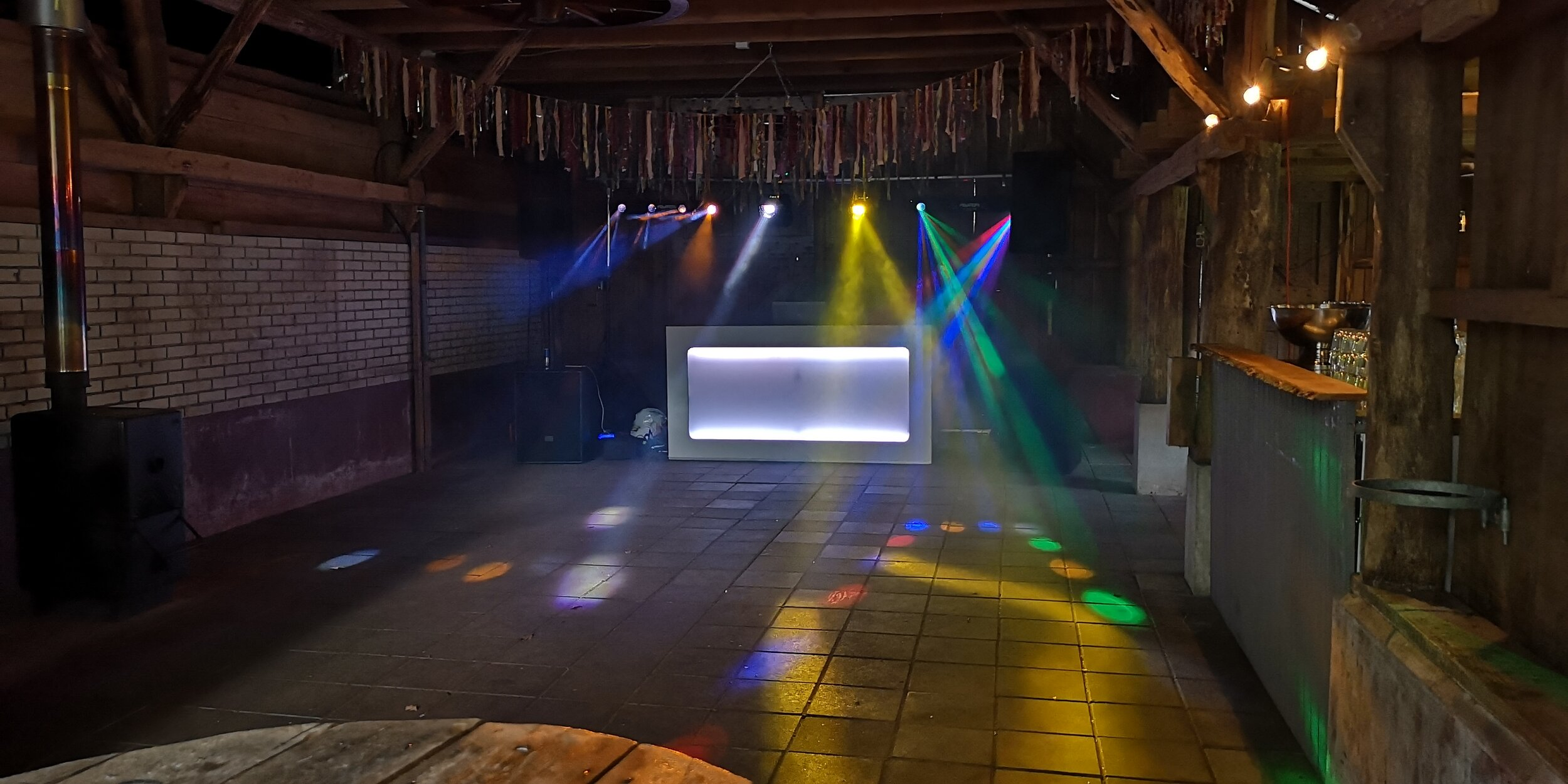 DJ-inhuren-feest-apparatuur-09.jpg