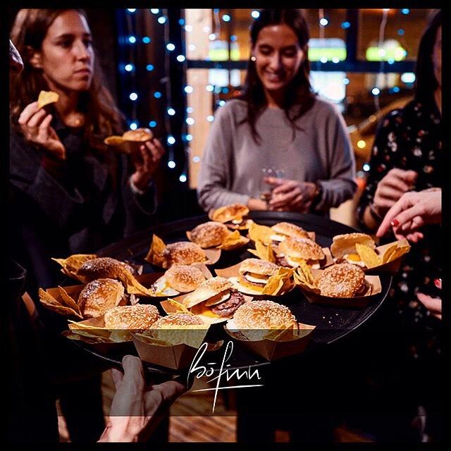 ¡MINI HAMBURGUESAS! 😋Disfruta con tus amigos del mejor ambiente y tapeo de Madrid🤷🏻♂️🔝en #BofinnMadrid ¡TE ESPERAMOS! #bofinnsportsbar  #BoFinnRestaurante  _ #sportsbar #restaurantesmadrid #gastrobar #sitiosdemadrid #foodie #lovemadrid #bofinn #afterwork #gastropub #cocinamediterranea #callevelazquez #madrid #weekend #deportes #sports #tapas #tapasmadrid #tardeo #tapeo
